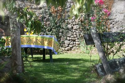 La Brulot garden with barbeque